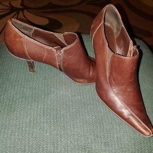 Ann Klein size 7-1/2 shoes.